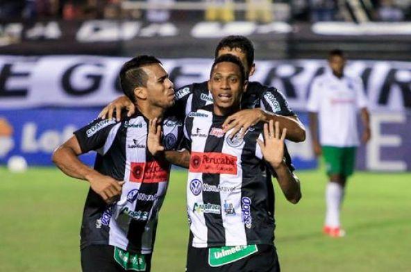 Com dois belos chutes de fora da área Diogo foi o nome da partida na vitória do ASA sobre o Guarani (Foto: Aílton Cruz / Gazeta de Alagoas)