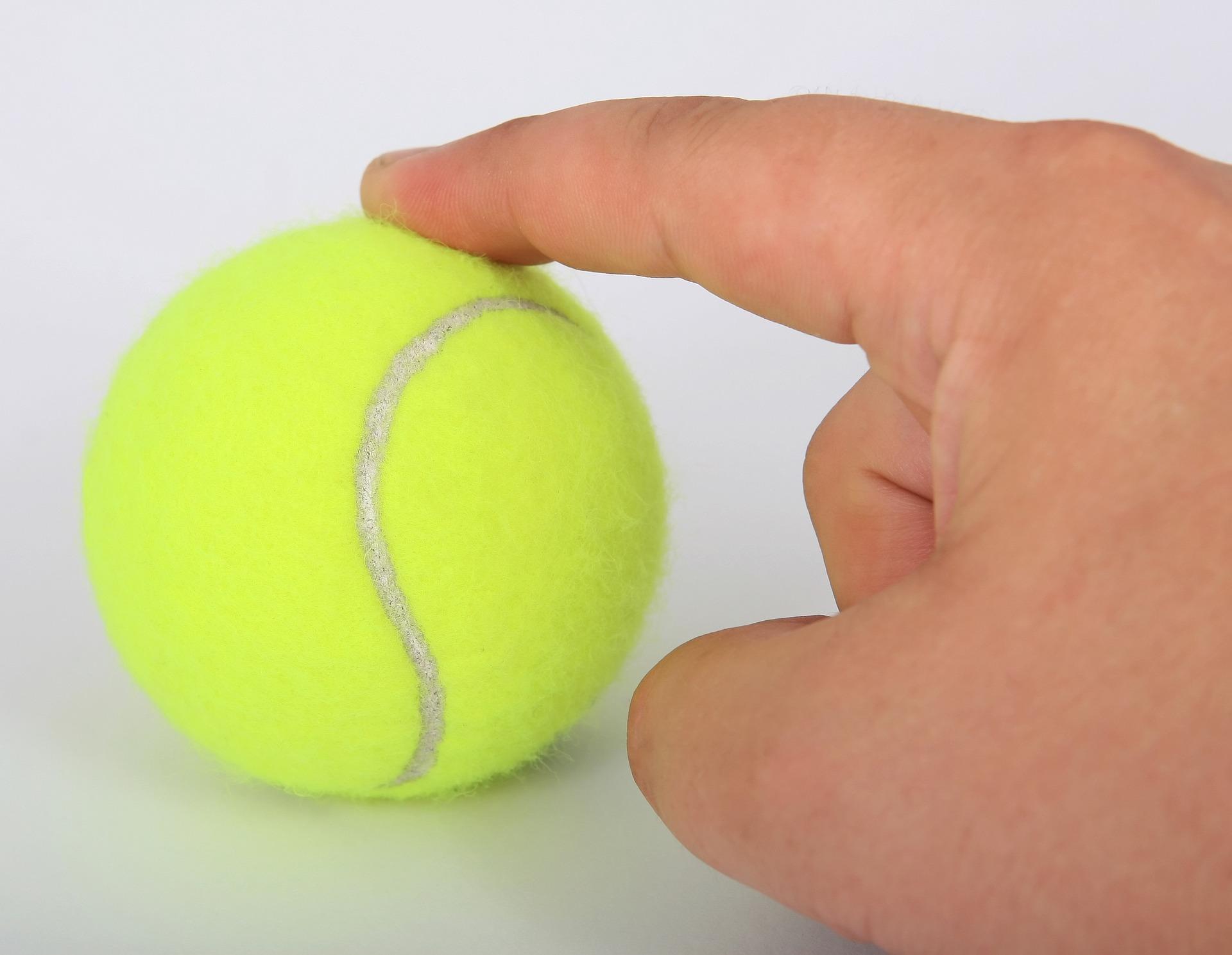 Dlaczego profesjonaliści przebierają w piłkach w czasie trwania meczu?