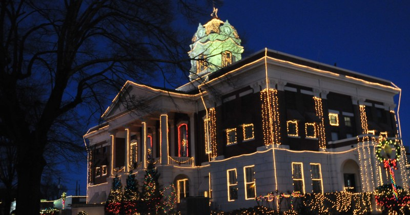 Searcy Arkansas Courthouse with Christmas lights