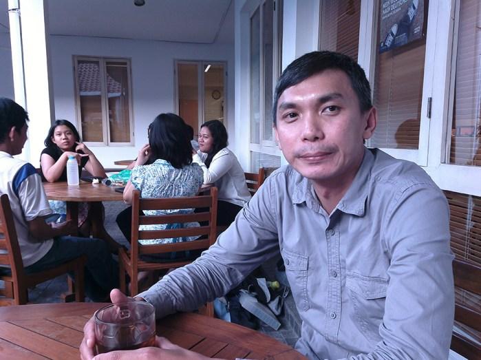 Ucu, salah seorang filmmaker yang datang ke ARKIPEL Electoral Risk untuk menyaksikan filem karya Kluge.