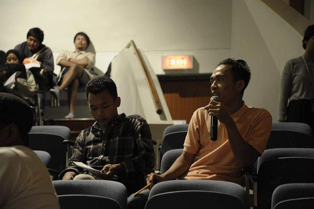 Oka, dari Komunitas Pasirputih (Lombok Utara) turut berbagi pengalaman mengenai pengelolaan komuitas di daerahnya.