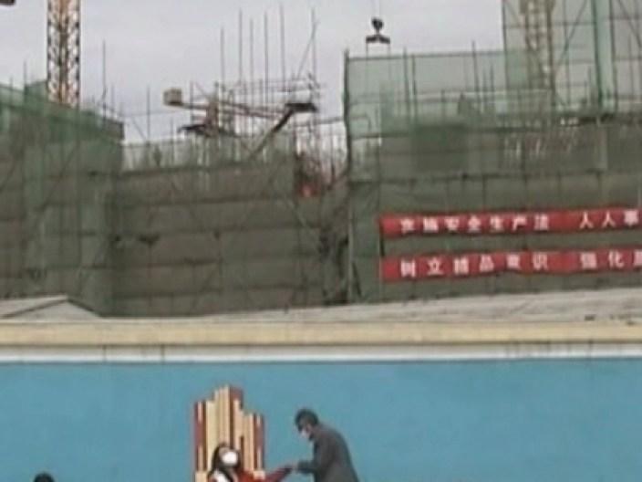 13_City Scene [2004]_Zhao Liang-1