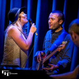 Elles Bailey on vocals & Zak Ranyard on bass