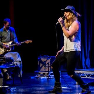 Elles Bailey on vocals