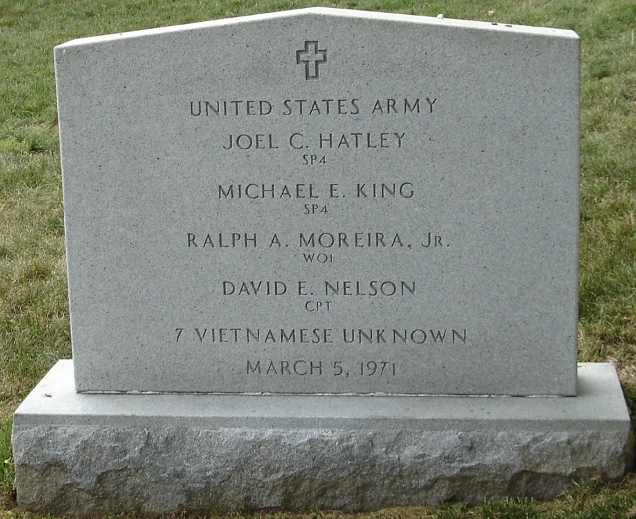 https://i2.wp.com/arlingtoncemetery.net/army-group-03051971-gravesite-photo-august-2006-001.jpg