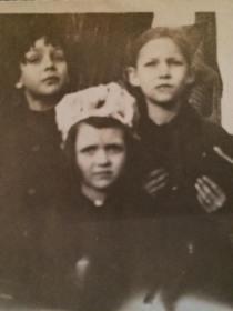 Vivian Allwine Ford (front) (courtesy: I Grew Up in Arlington)