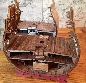Застелена батарейная палуба сечения HMS Victory.