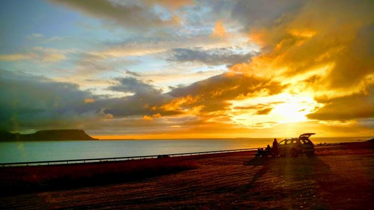 Nuestra vista desde el camping Setberg, atardecer inolvidable de nuestra ruta por Islandia.