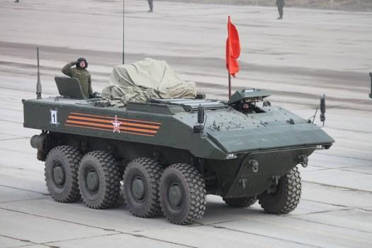 Těžký obrněný transportér VPK-7829 na jednotné kolové platformě Bumerang