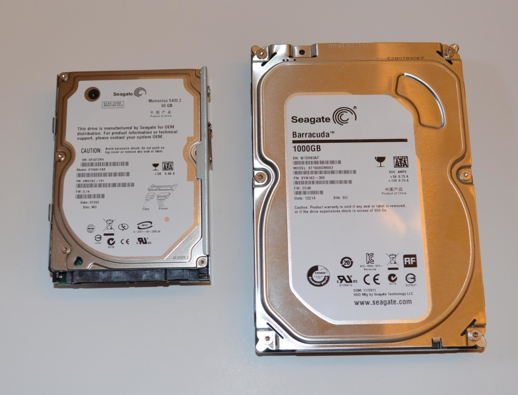 "The Liztek HDDS1BS works with 2.5"" (left) and 3.5"" (right) hard drives."