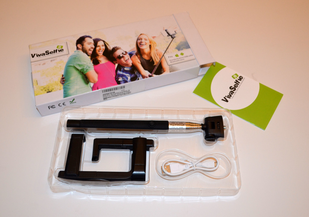 The contents of the VivaSelfie package.