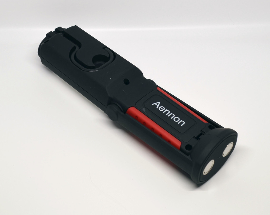 The rear of the Aennon LED Work Light Flashlight. Note the hook and magnets.