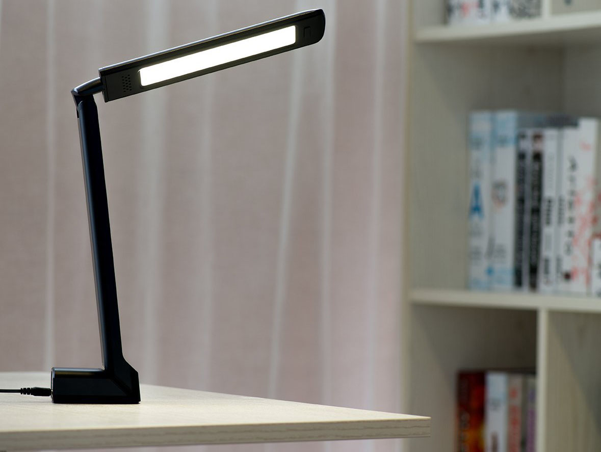 Review: Oak Leaf Dimmable Portable LED Desk Lamp
