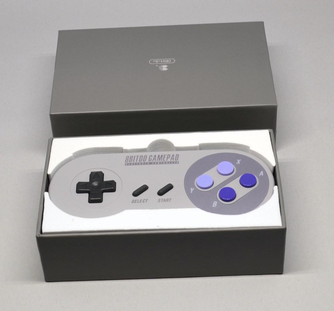 Opening the SNES30 GamePad box.