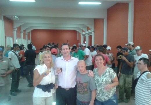 El intendente Verdecchia brindó con  los empleados municipales.