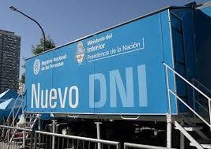 Armstrong. Llega el camión del DNI.