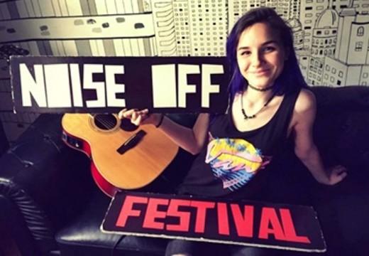 Reportaje y actuación acústica de Rizha, directo desde España.