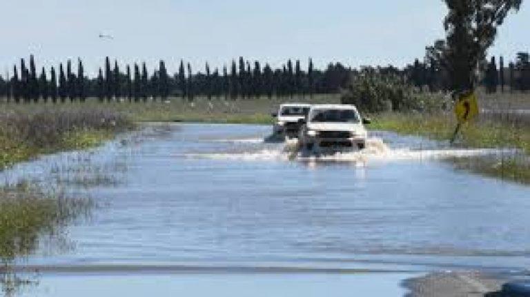 Defensa-Civi-Ruta-inundada-