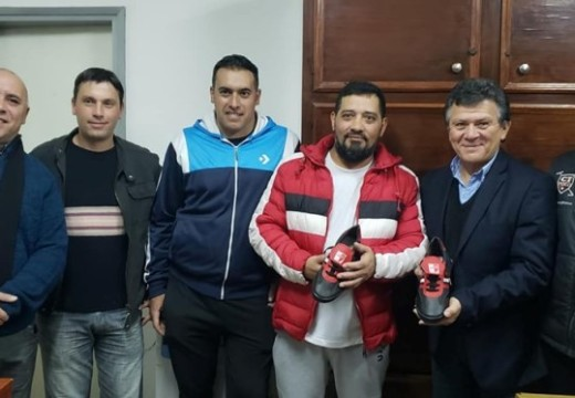 El Diputado Miguel Solís realizo una entrega de Calzado Deportivo.