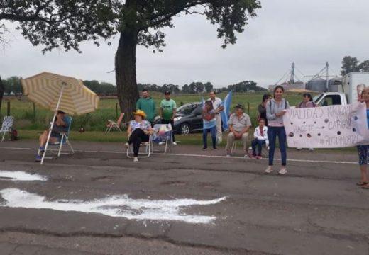 Sin soluciones, vecinos autoconvocados reclamaron por el estado de la Ruta 9.