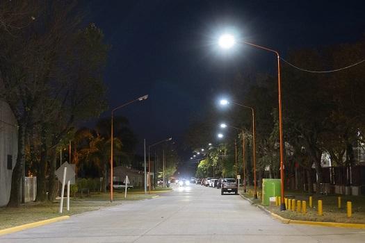 Armstrong. Nueva iluminación led en calle Paraguay.