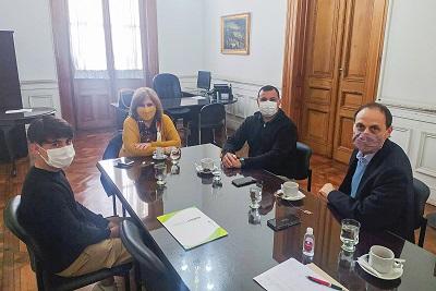 Rasetto repasó necesidades edilicias de Iriondo junto a la ministra de Educación Adriana Cantero.