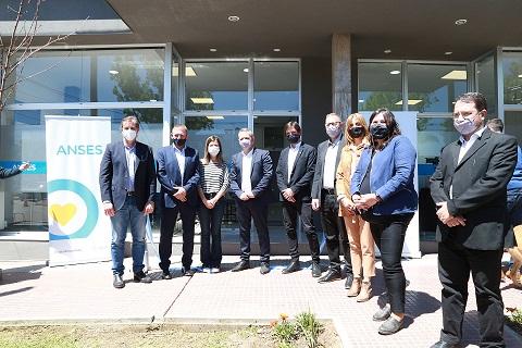 Se inauguró una oficina de Anses en la ciudad de Las Parejas.