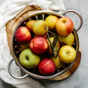 honeycrisp and granny smith apples