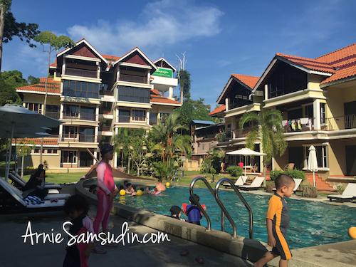 anjungan-beach-resort-pool