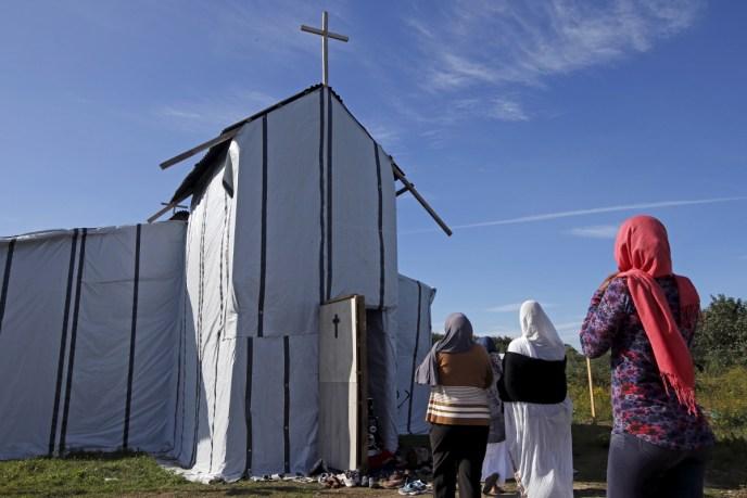 Tjaldkirkjan í Calais. Mynd: Reuters.