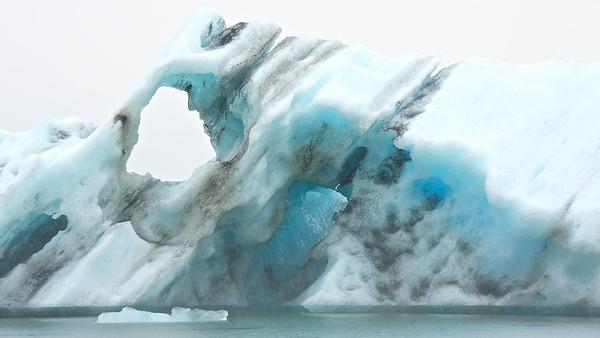 Eisberg in der Gletscherlagune Jökulsárlón - Island  Iceberg in Glacier Lagoon Jökulsárlón - Iceland