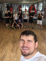 <h5>Boxfit Best Training by Arnold Boxfit 4133 Pratteln</h5><p>Mittagstraining: Mo, Mi & Fr 12:00 - 13:00 Uhr; Abendtraining: Mo 20:00 - 21:30 Uhr, Di & Do: 18:30 - 20:00 Uhr, Fr. 19:30 - 21:00 Uhr, mit Sparring: Mi 19:30 - 21:00 Uhr, Sa 11:00 - 12:30 Uhr</p>
