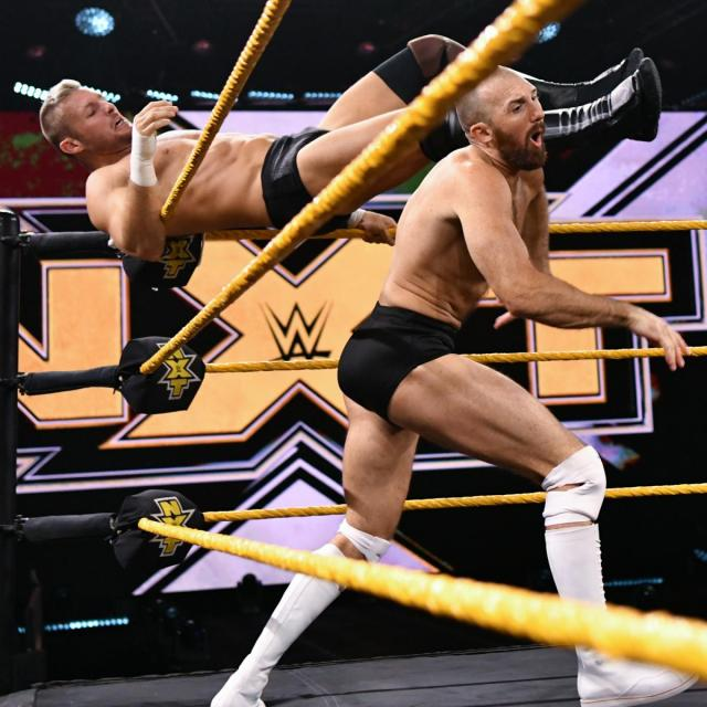 Shane Thorne fends off Oney Lorcan