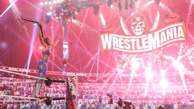 Bianca Belair points at the WrestleMania sign after winning the Rumble