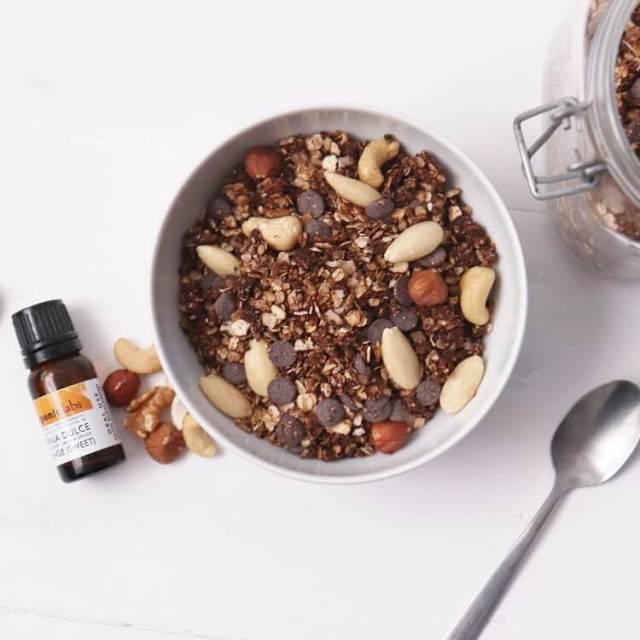 Domácí čokoládová granola s kokosem a pomerančovým esenciálním olejem