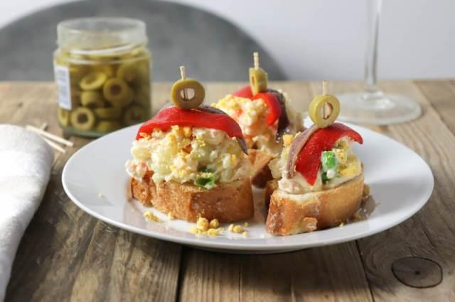 Recept na tapas s bramborovým salátem - aneb salátové chlebíčky po španělsku