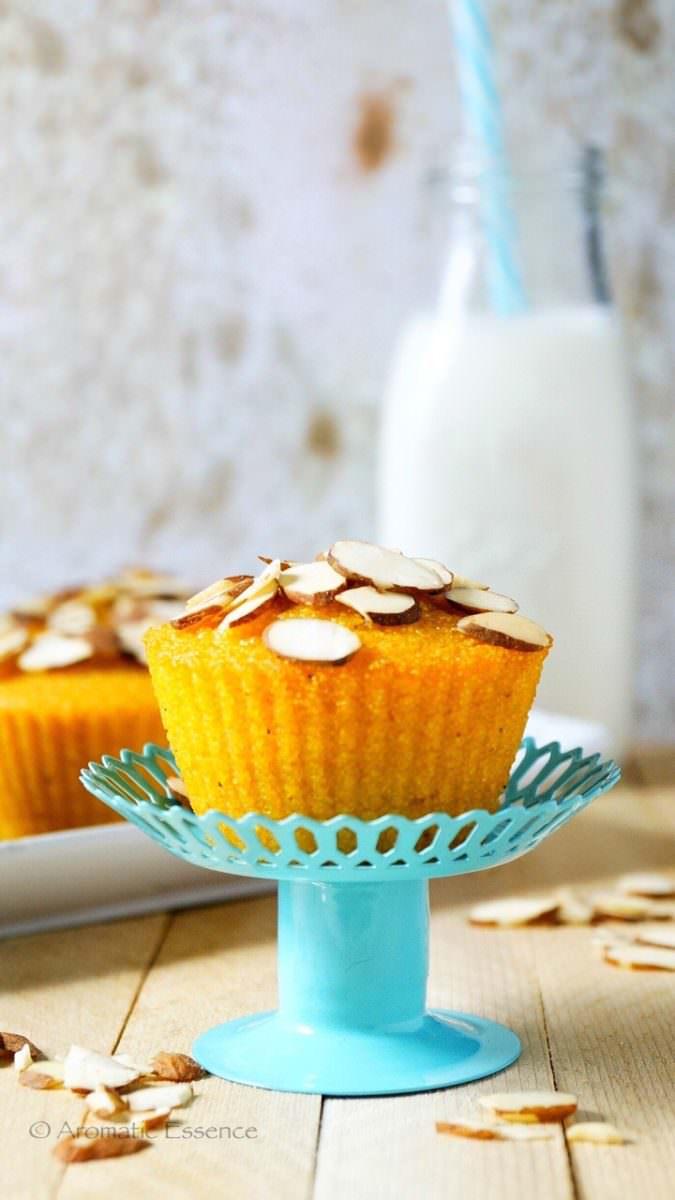 Eggless Mango Semolina cupcakes