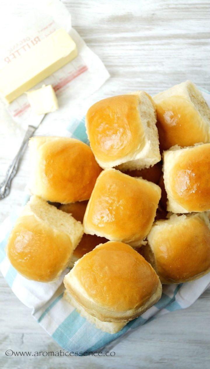 Eggless dinner rolls in a basket
