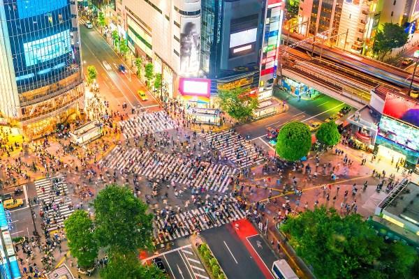 渋谷駅近の女性専用エステではリンパマッサージやアロママッサージを無料で体験いただけます。画像は渋谷駅前のスクランブル交差点。