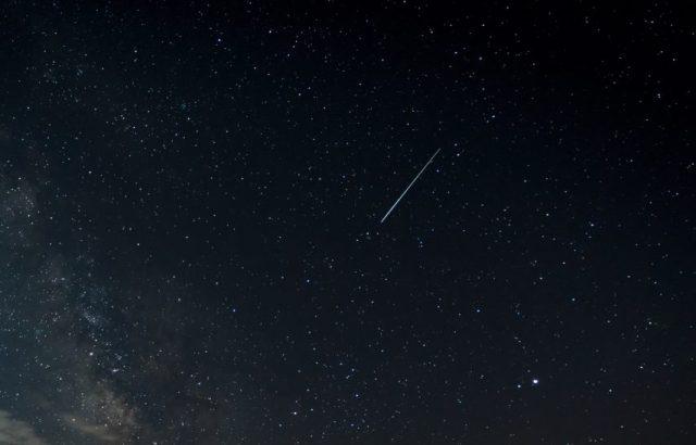 Une pluie d'étoiles filantes, les Ursides, sera visible dans la nuit de vendredi à samedi 22 décembre (©Illustration / Adobestock)