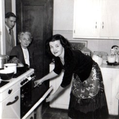 grandma-and-great-grandma-in-the-kitchen