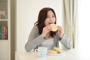 食べることで分泌する幸せホルモン、だからついつい食べ過ぎちゃう