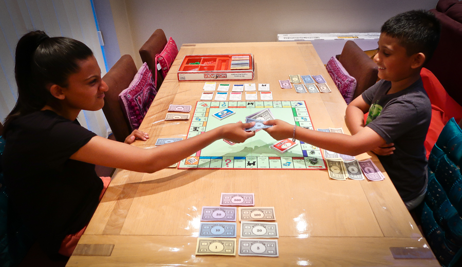 Monopoly Mad - Shalini hands cash reluctantly over to Shivam