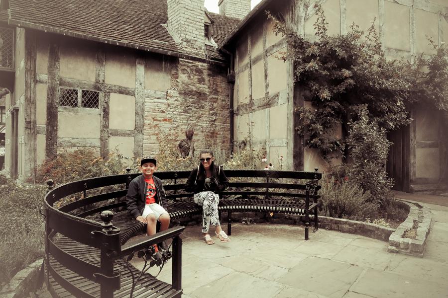 Midsummer's Day Dream - The kids outside Shakespeare's house