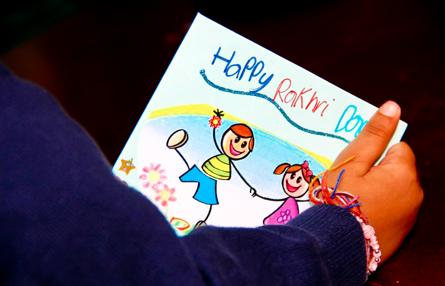 Brother-Sister Day - Shivam Opens His Rakhi Card From Shalini