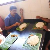 南インド定食ミールスの食べ方!ケララの人気食堂オンデンホテルで実践|カヌール