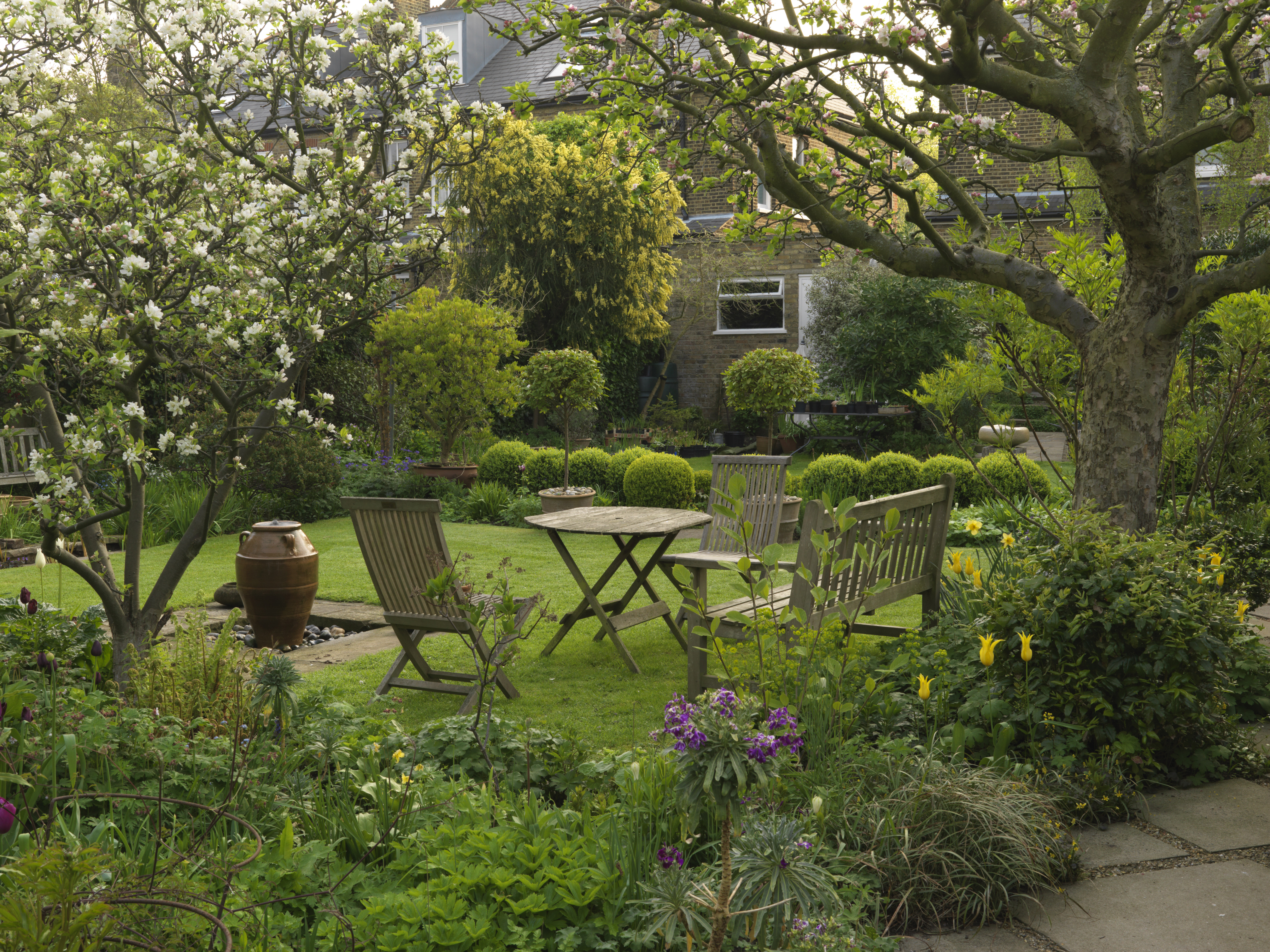 Award winning local artist opens her garden for charity in for Local landscape gardeners