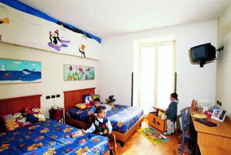 Grand Hotel Europa a Napoli. Camere Family e ristorante interno.