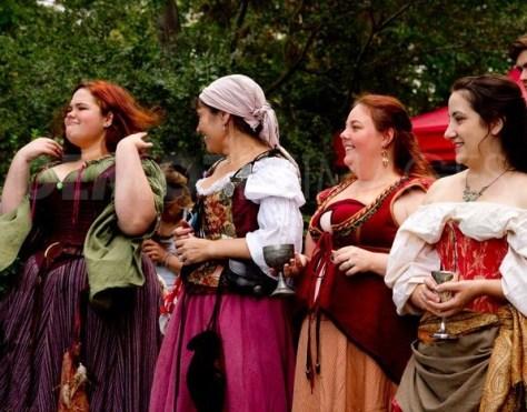 dame e popolane medioevali