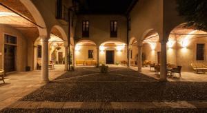 Viaggio nelle case e nei villaggi di Babbo Natale in Italia.